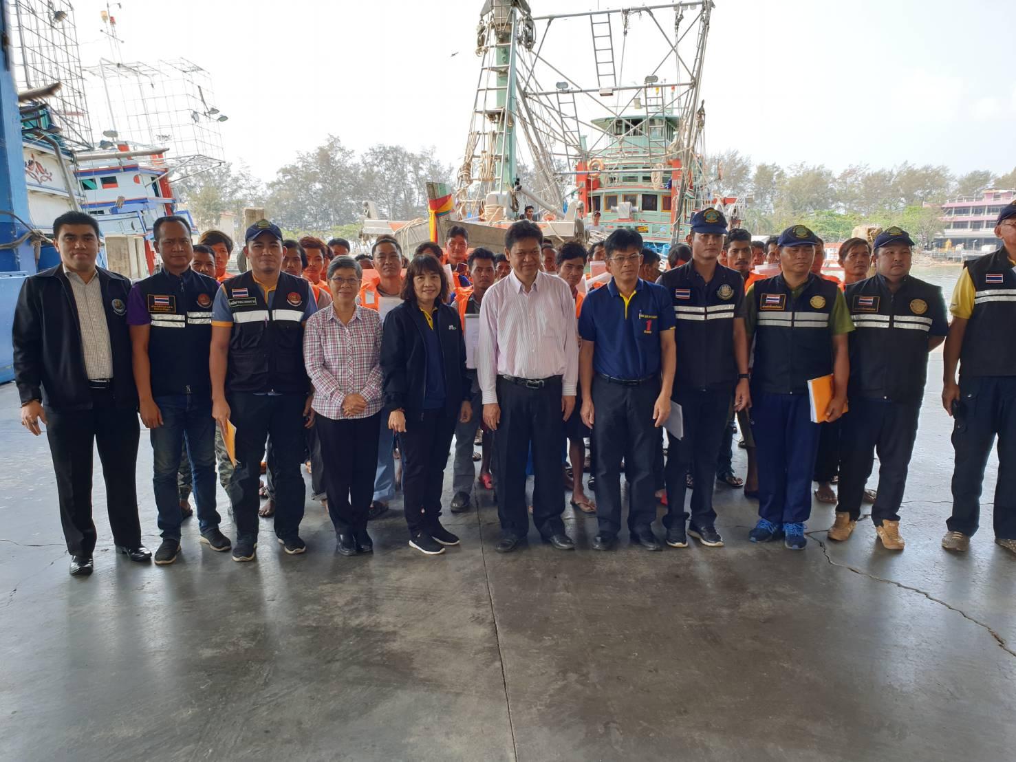 ผู้ตรวจราชการกระทรวงแรงงาน ตรวจเยี่ยมศูนย์ควบคุมการแจ้งเข้า-ออก เรือประมง (PIPO) ระยอง