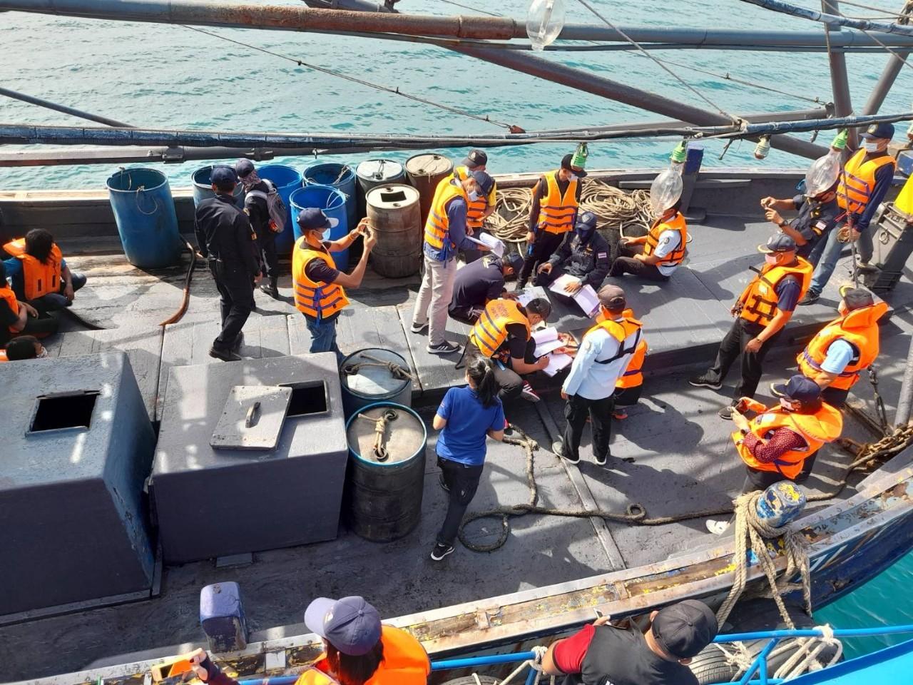 สำนักงานแรงงานจังหวัดระยอง ร่วมบูรณาการตรวจการค้ามนุษย์ด้านแรงงานในกิจการประมงทะเลจังหวัดระยอง